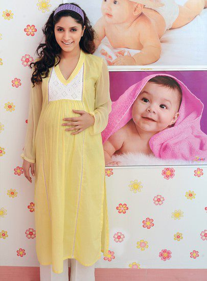 Pregnant+Woman+Dress+style+2012 During Pregnancy Period Woman's Need Comfortable Outfits with latest ...