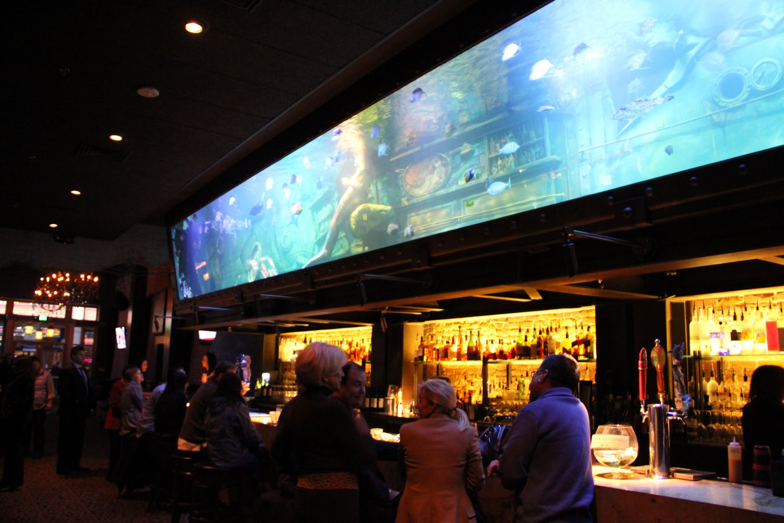 Design r new in town for Bar dive