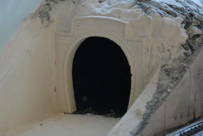 Tunnelportal H0 aus Gips gefertigt und eingesetzt