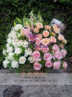 Toko bunga jakarta, toko bunga menteng, toko bunga dekat menteng, rangkaian bunga meja segar, rangkaian bunga meja elegant, rangkaian bunga meja ucapan selamat hari raya, bunga meja ucapan selamat hari lebaran
