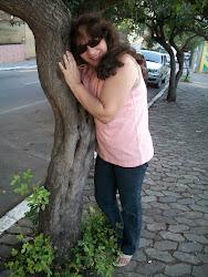 Amiga árvore, deixa eu te dar um abraço...