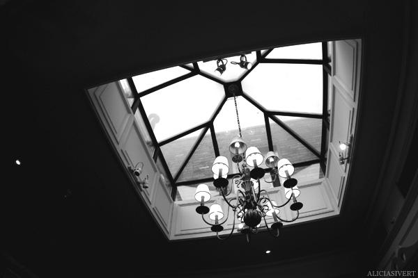 aliciasivert, Alicia Sivertsson, London, svartvitt, black and white, paul's cafe, roof window, takfönster