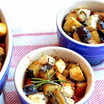 Zapiekany bakłażan, feta i mięso mielone - Czytaj więcej »