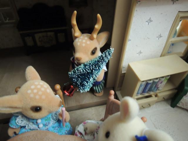 Sylvanian Families Moss Reindeer Christmas Tree Miniature