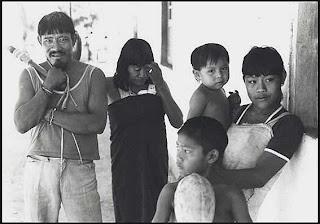 Índios da tribo Avá-canoeiro.