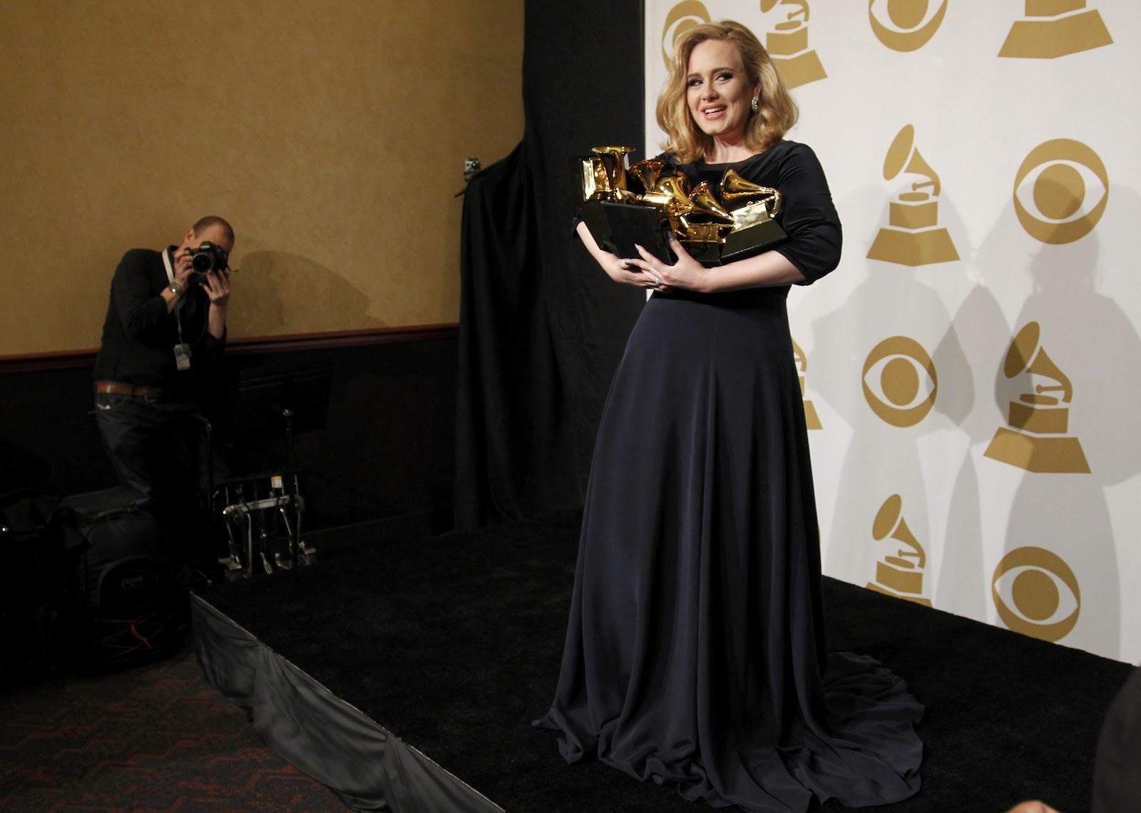 http://2.bp.blogspot.com/-JqT-fsGH6NQ/TzkHlcjFMuI/AAAAAAAADog/kvFeqadECd4/s1600/54th-annual-grammy-awards-celebutopia-cd0212201242.jpg