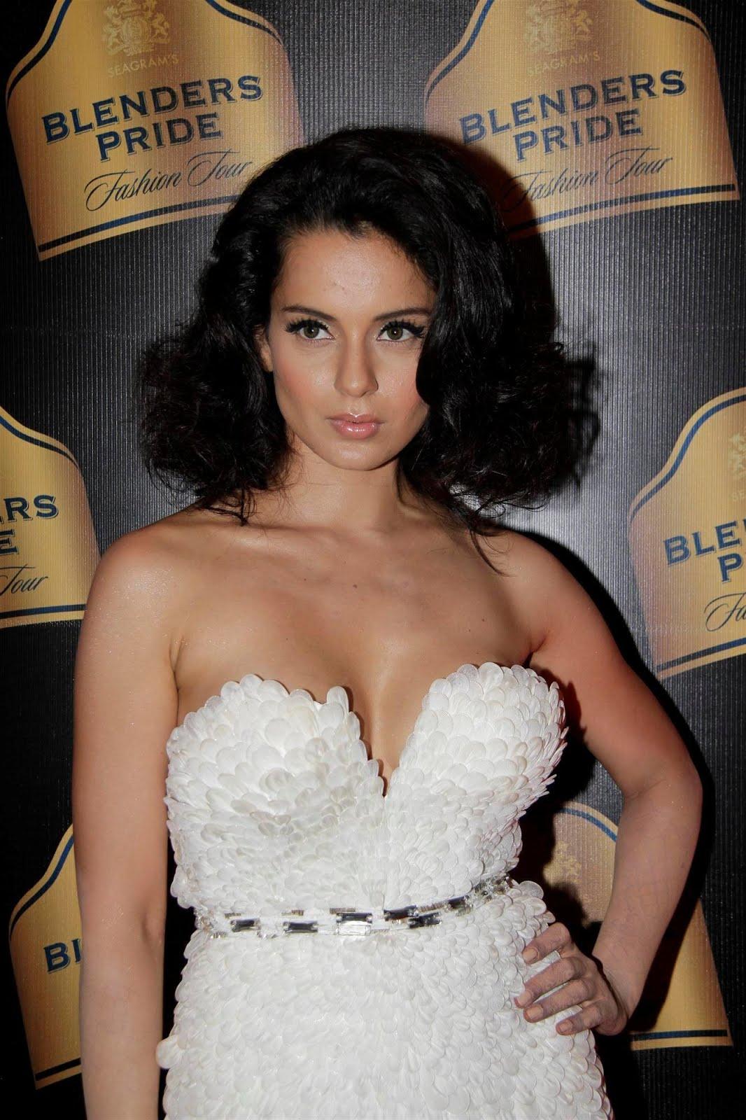 Desi Shotz: Shriya side boob view from Femina march 2012!!!