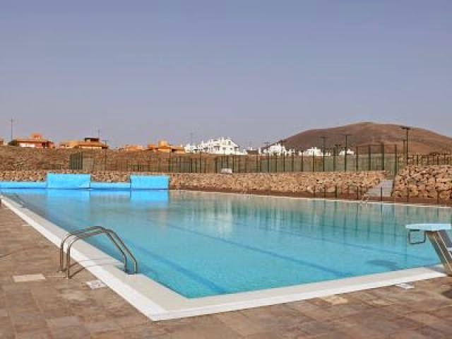 Piscinas municipales las palmas best piscina de la aldea for Piscina vicente del bosque