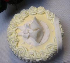 Kakku sokerikelloilla