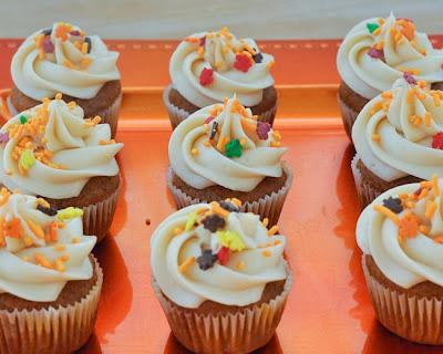 Beki cook 39 s cake blog pumpkin mini cupcakes with cream for Halloween mini cupcake decorating ideas