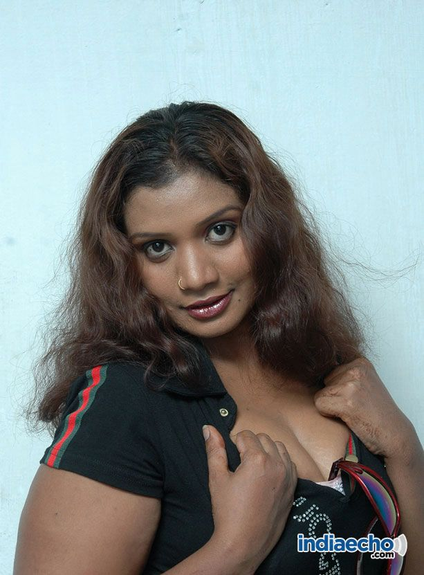 Huge boobs mallu aunty sari strip 3 - 1 1