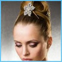Празнични прически с аксесоари за коса