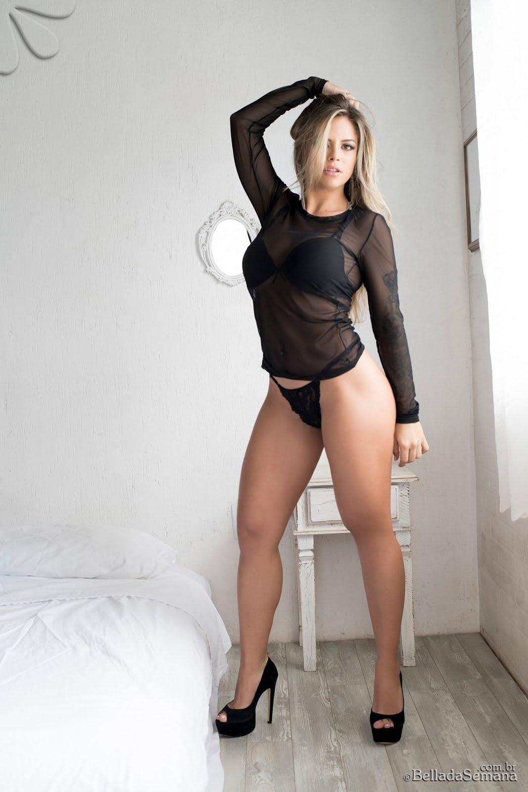 Modelo Stefanie Mello faz ensaio especial de Carnaval
