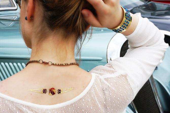 Look mode bohème, haut fluide pour l'été, tatouage éphémère doré et bracelet DIY My Little Box