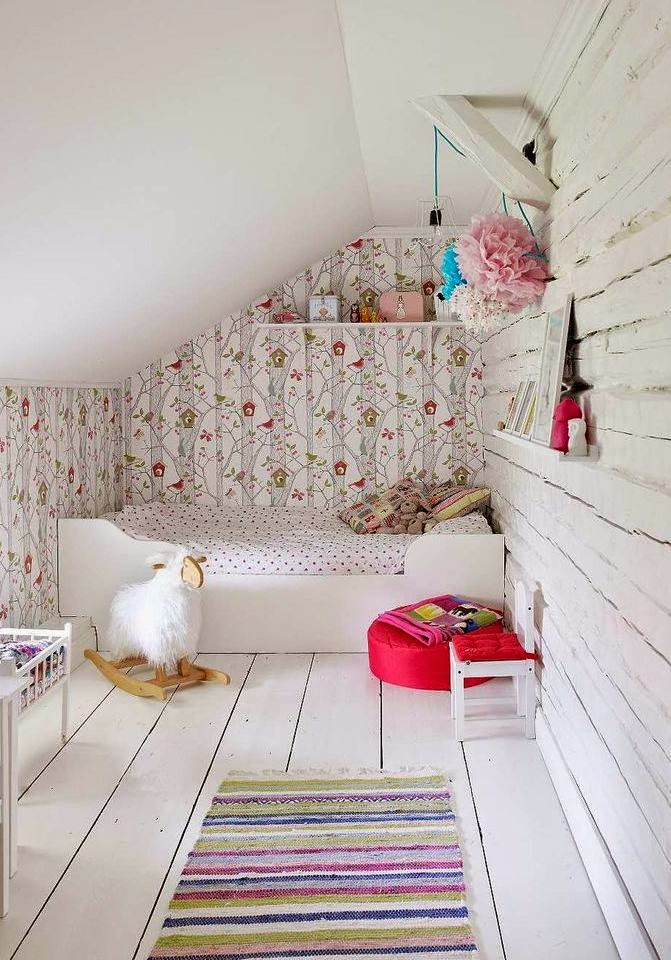 Mommo design 10 bright and girly rooms for Girly wallpapers for bedrooms