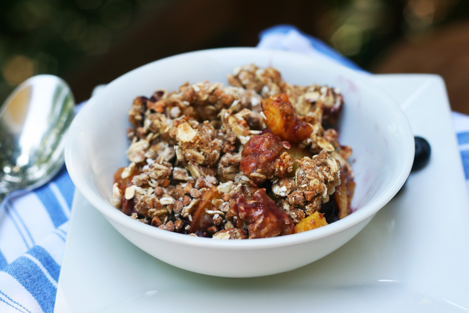 Mix it Up: Peach Blueberry Breakfast Crumble