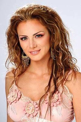 Silvia Navarro posee una carita angelical