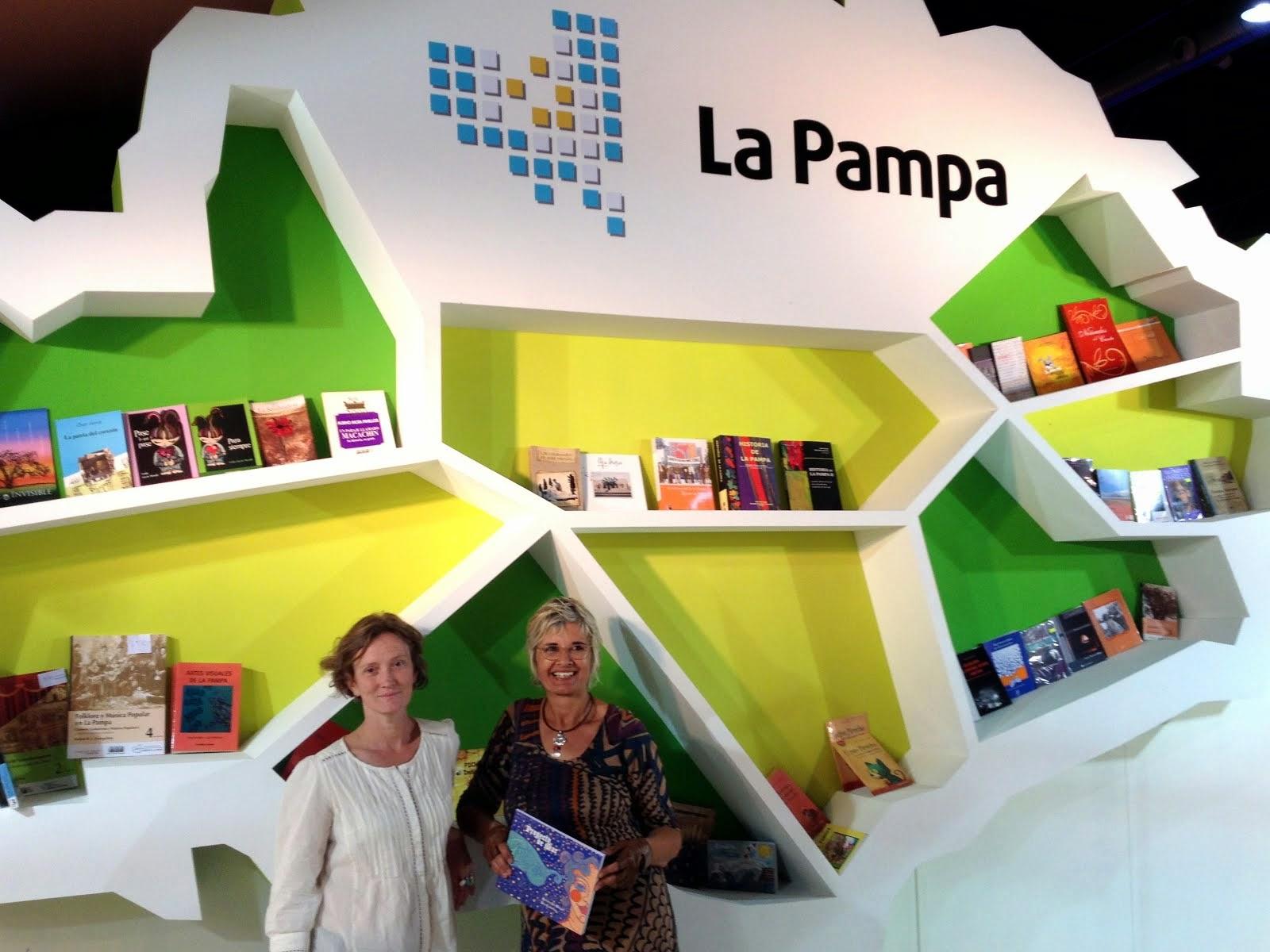 """"""" Proyecto de mar"""" . Autoras en la 40º Feria del libro"""