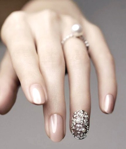 Single Girl Ring Finger Accent Nail Polish Trend