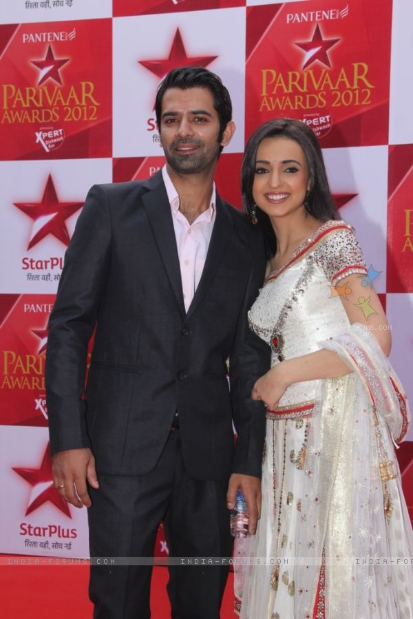 Arnav And Khushi Awarded As The Best Jodi Awesomelovewallpapers