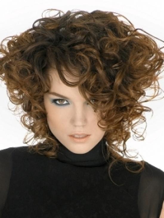 Прическа каре для вьющихся волос