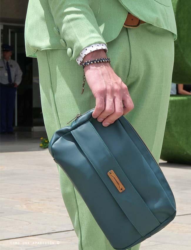 green-suit-polka-dots-shirt-clutch-men-fashion-street-style-colombiamoda-moda-medellín-como-una-aparición-andrés-escobar