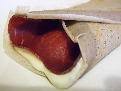 Galettes de sarrasin à la viande des grisons et au fromage à raclette (voir la recette)