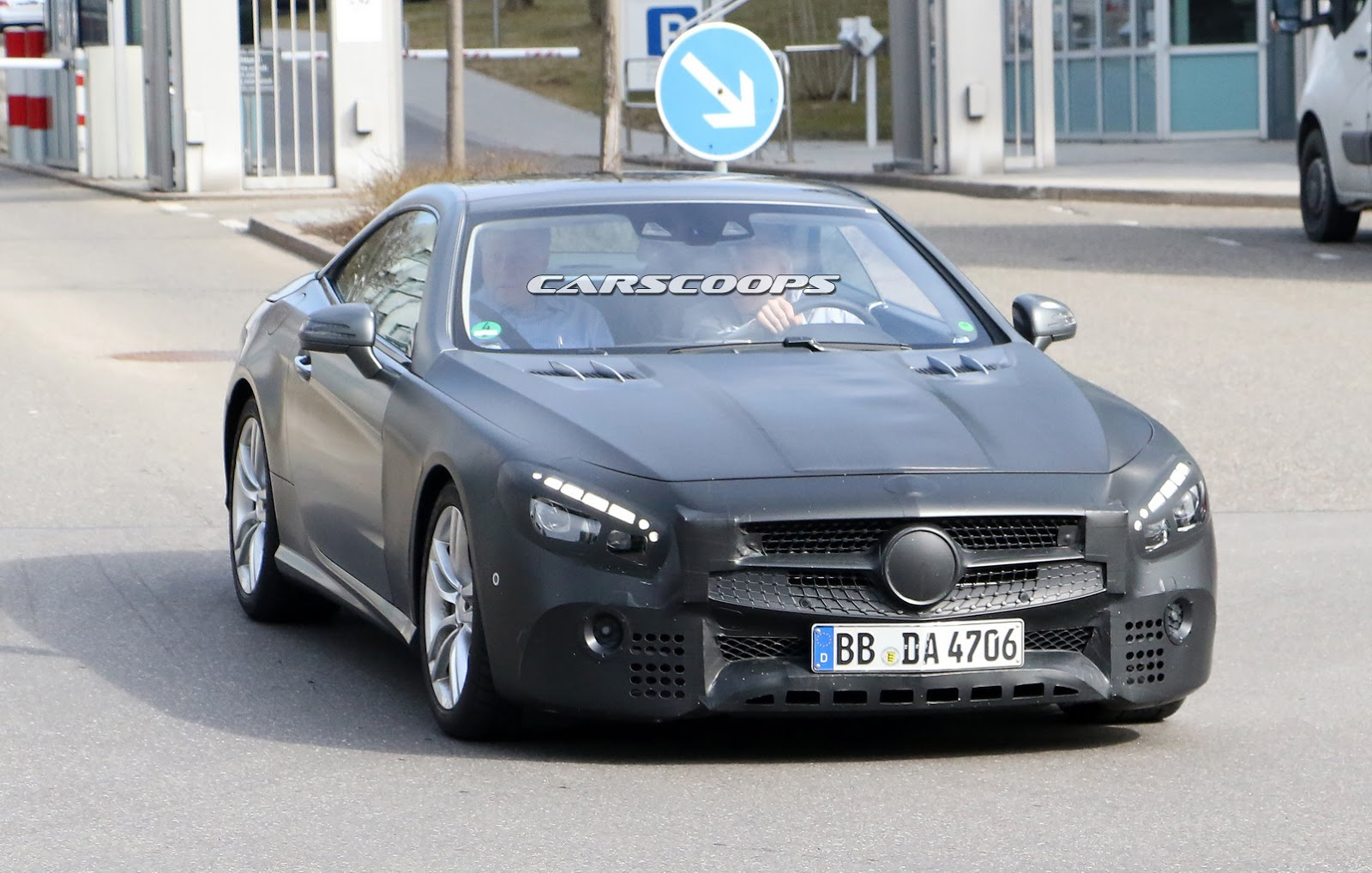 Spied mercedes benz to give 2017 sl a brand new face for Brand new mercedes benz