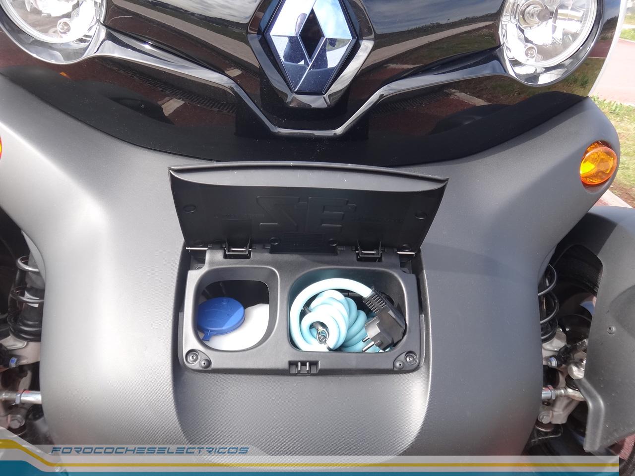 Nuestro agradecimiento a los responsables del concesionario Renault Caeiro Santiago, por cedernos amablemente la unidad del Twizy para esta prueba.