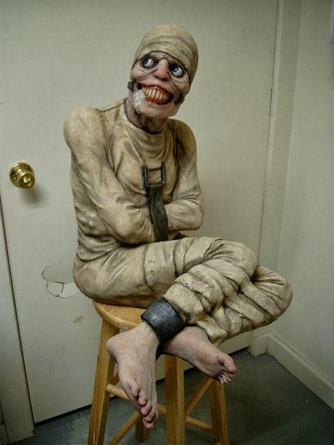 Το απάνθρωπο Ρωσικό πείραμα αϋπνίας...? Normal-halloween-props-10