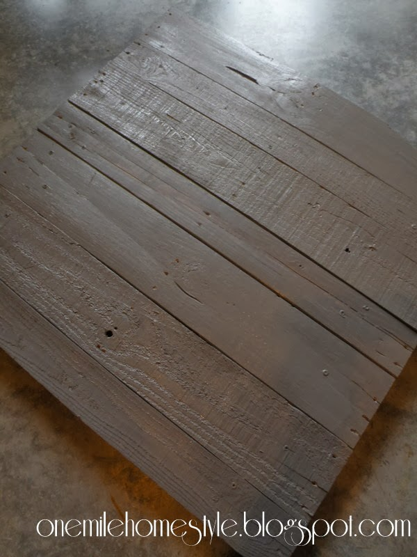 Reclaimed pallet sign with grey paint
