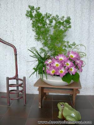 arreglo floral margaritas rosas