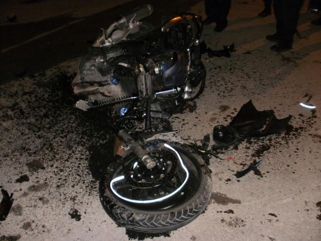 Σοβαρό τροχαίο στα Άνω Λιόσια, στελέχους της ΧΡΥΣΗΣ ΑΥΓΗΣ με μηχανή, που συγκρούστηκε, κάτω από αδιευκρίνστες συνθήκες, με αυτοκίνητο που οδηγούσε Ρομά