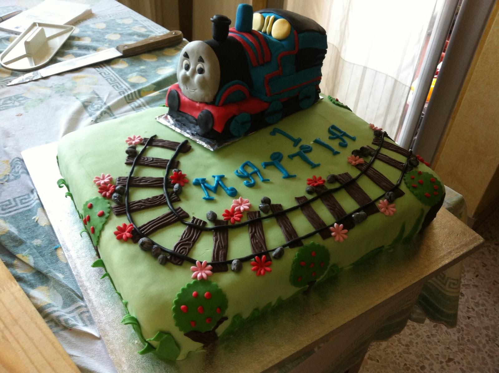 Nella cucina di nonna lella trenino thomas x mattia for Decorazioni torte trenino thomas