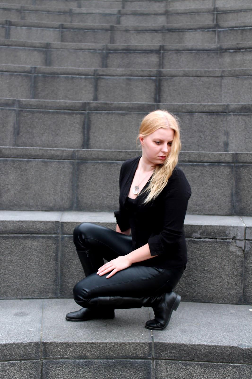 tiger of sweden, boots, ootd, outfit, asu, nahkahousut, leather, pants, vero moda, nails, hair, blonde, hiukset, kynnet, koru, silkki, nahka, musta, black, all, ampfitheathre