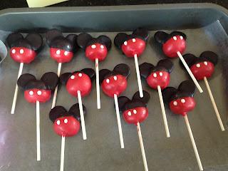 Joyce Gourmet: Minnie Mouse Birthday Cake & Mickey ... Mickey And Minnie Cake Pops Instructions