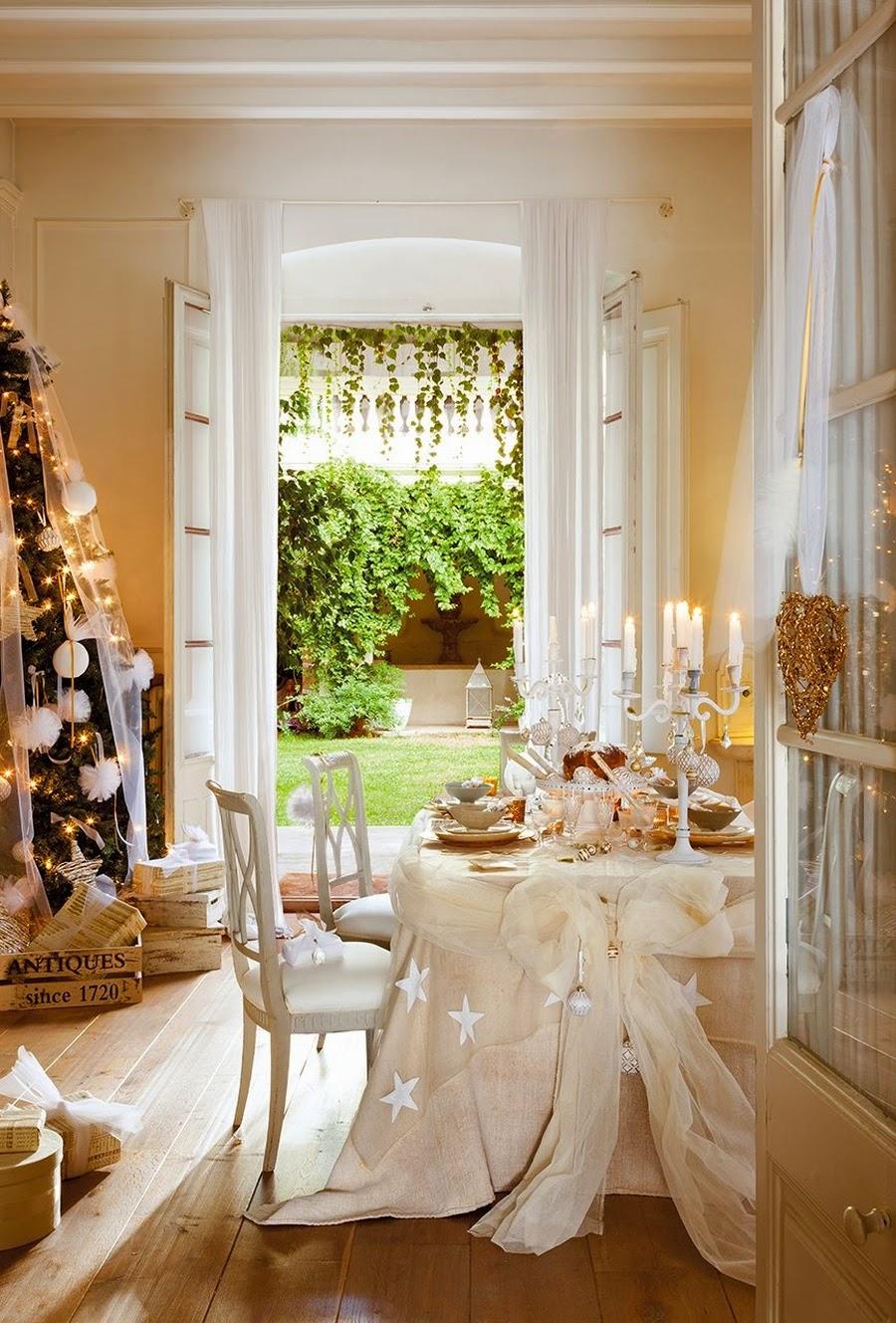wystrój wnętrz, home decor, wnętrza, styl francuski, urządzanie mieszkania, Boże Narodzenie, Święta, zima, ozdoby świąteczne, styl francuski, białe wnętrza, biel, styl skandynawski, złote akcenty, choinka, salon, jadalnia, dekoracja stołu
