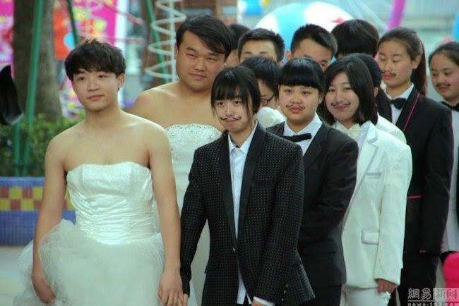 women-dressed-in-tuxedos