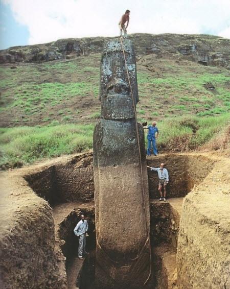 Moái gigante en la Isla de Pascua