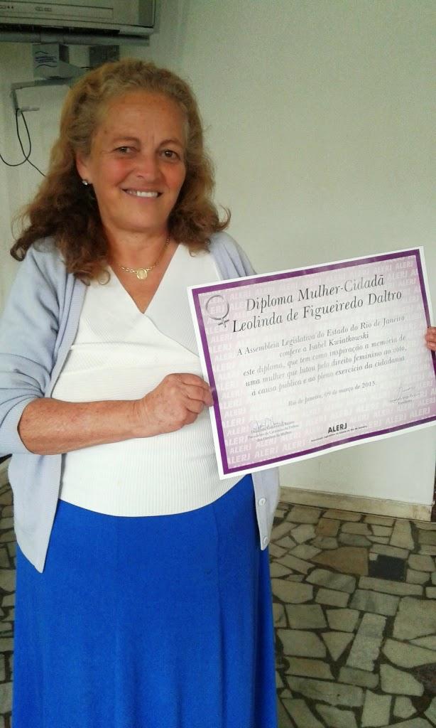Natural de Teresópolis, a tradutora de línguas Isabel  Kwiatkoswski é agraciada com o Diploma Mulher-Cidadã, na Alerj