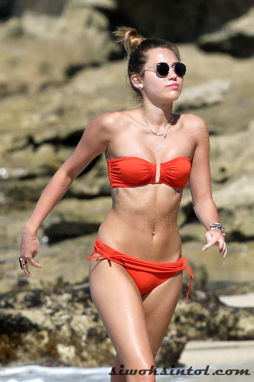 Foto Miley Cyrus Berbikini Miami
