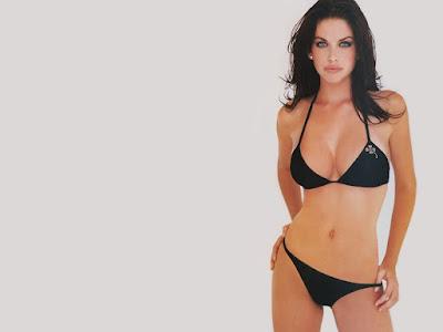 Kim Smith Bikini Pics