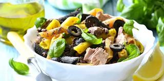 Salada de macarrão integral com atum e legumes light