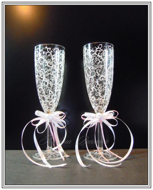 Свадебные бокалы для молодожёнов.