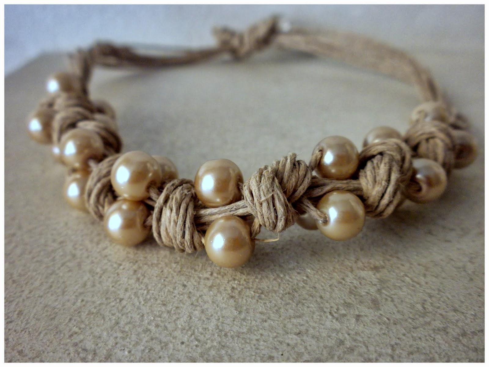 Carmen Veca Monili: La mitica collana di corda grezza e perle vintage