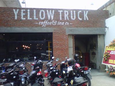 Yellow Truck Cafe Bernuansa Maskulin Di Bandung