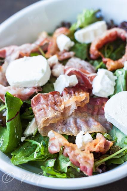 Salată cu brînză de capră și pancetta