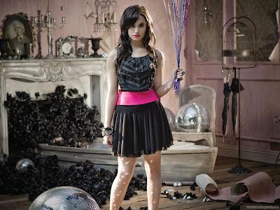 Demi Lovato American Singer Wallpaper-1600x1200-05