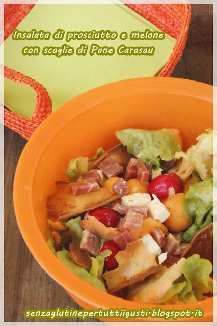 insalata di prosciutto e melone con scaglie di pane carasau