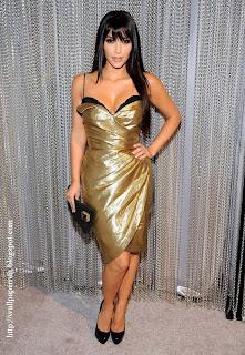 Kim Kardashian Sexy Leg